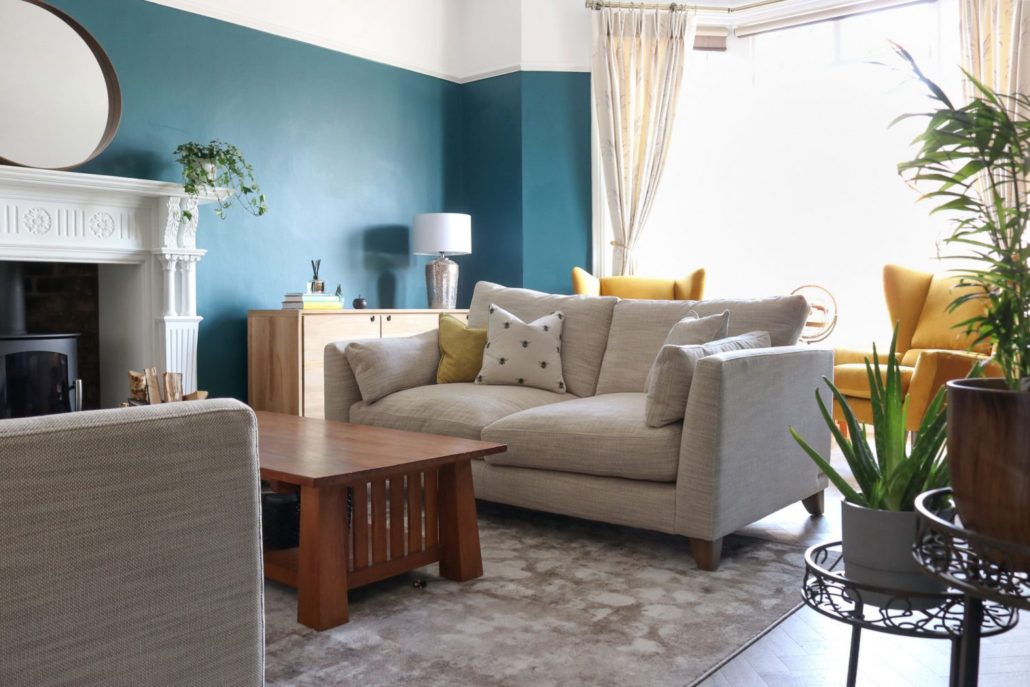 living room bold blue decor